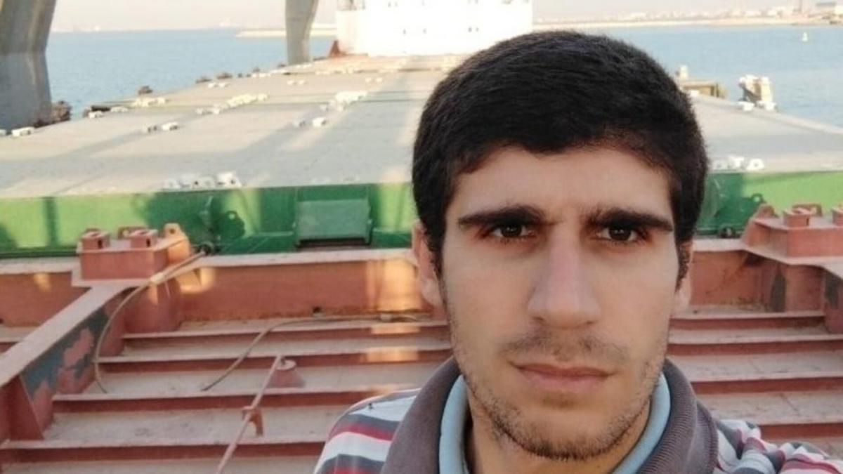 """Пока моряк был """"заключен"""" на корабле, умерла его мать / фото Мохаммеда Айши"""