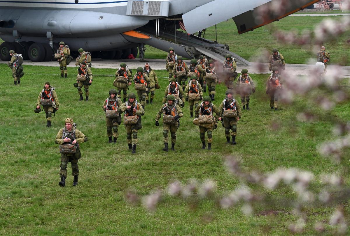 Россия под видом разнообразных «учений» уже разместила на границах своих военных / Фото: REUTERS