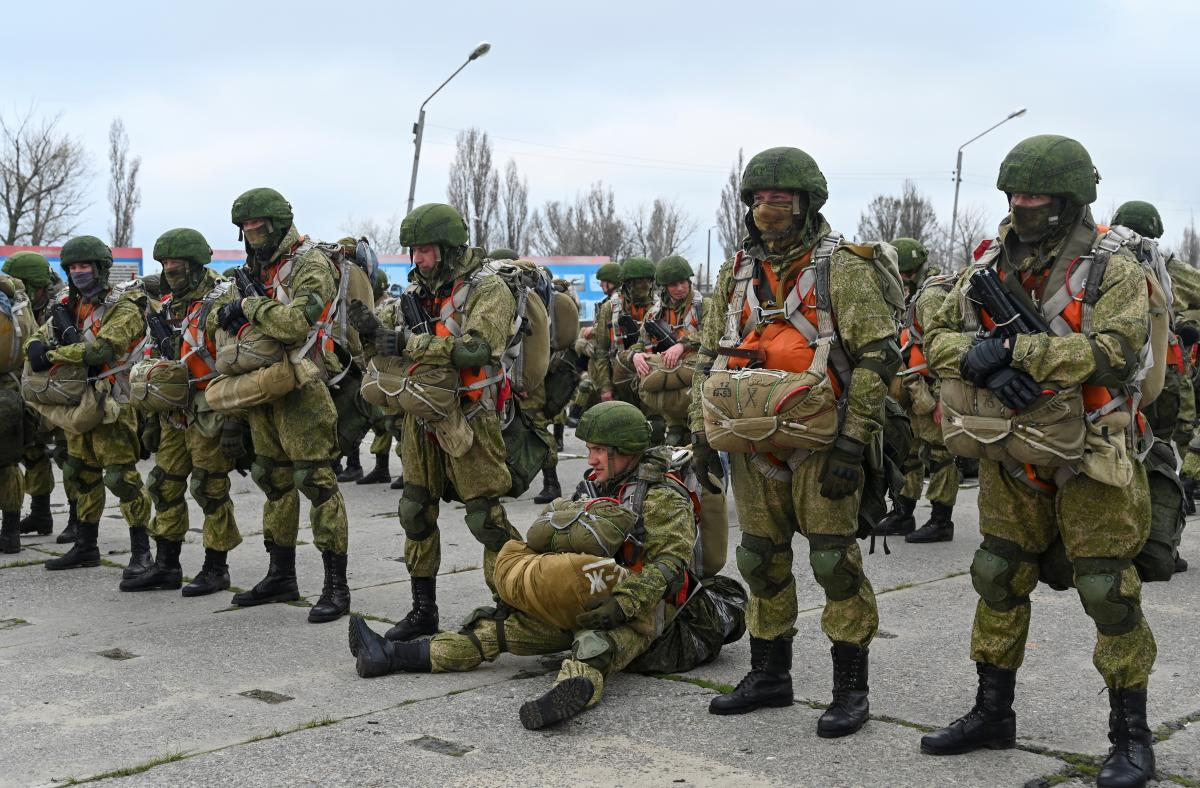 Tens of thousands of Russian troops remain in and around Ukraine / REUTERS