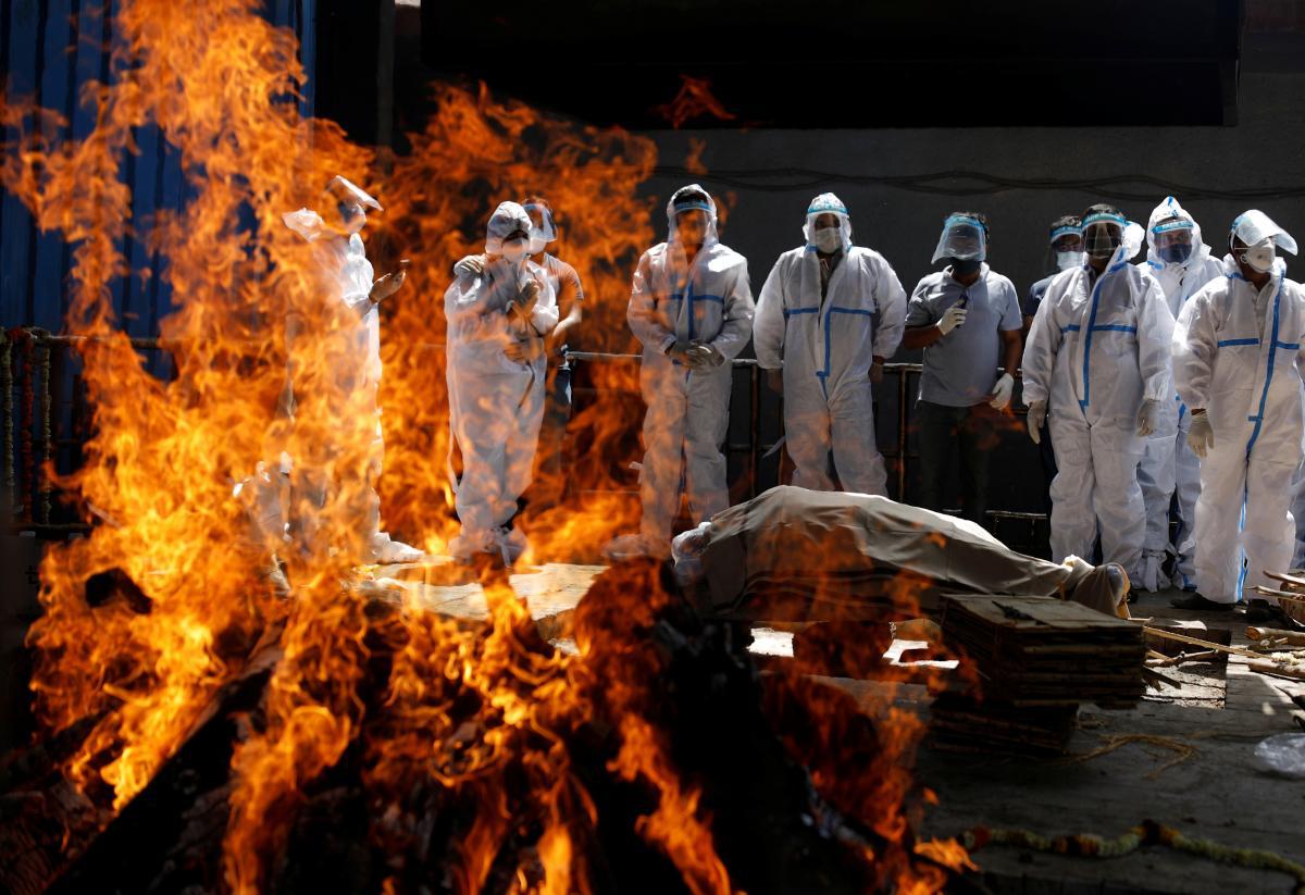 По данным СМИ, из речки выловил 100-150 тел/ фото REUTERS