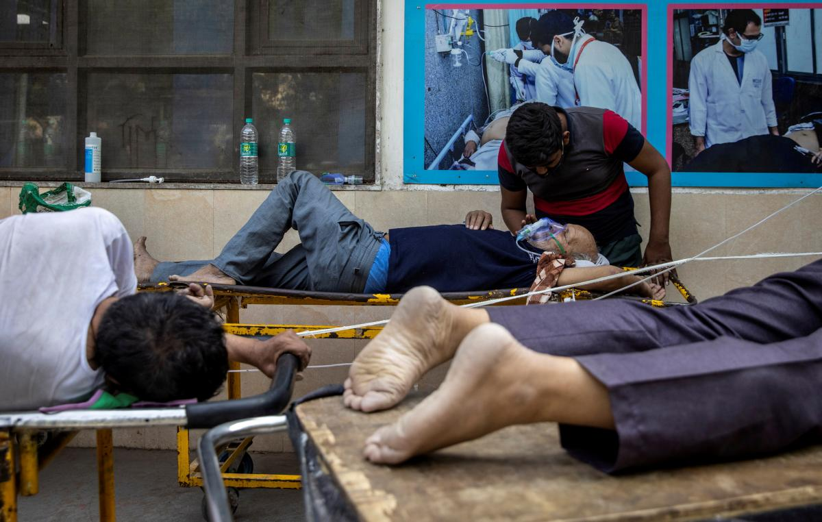 """В Индии штамм """"Дельта"""" спровоцировал медицинскую катастрофу/ REUTERS"""