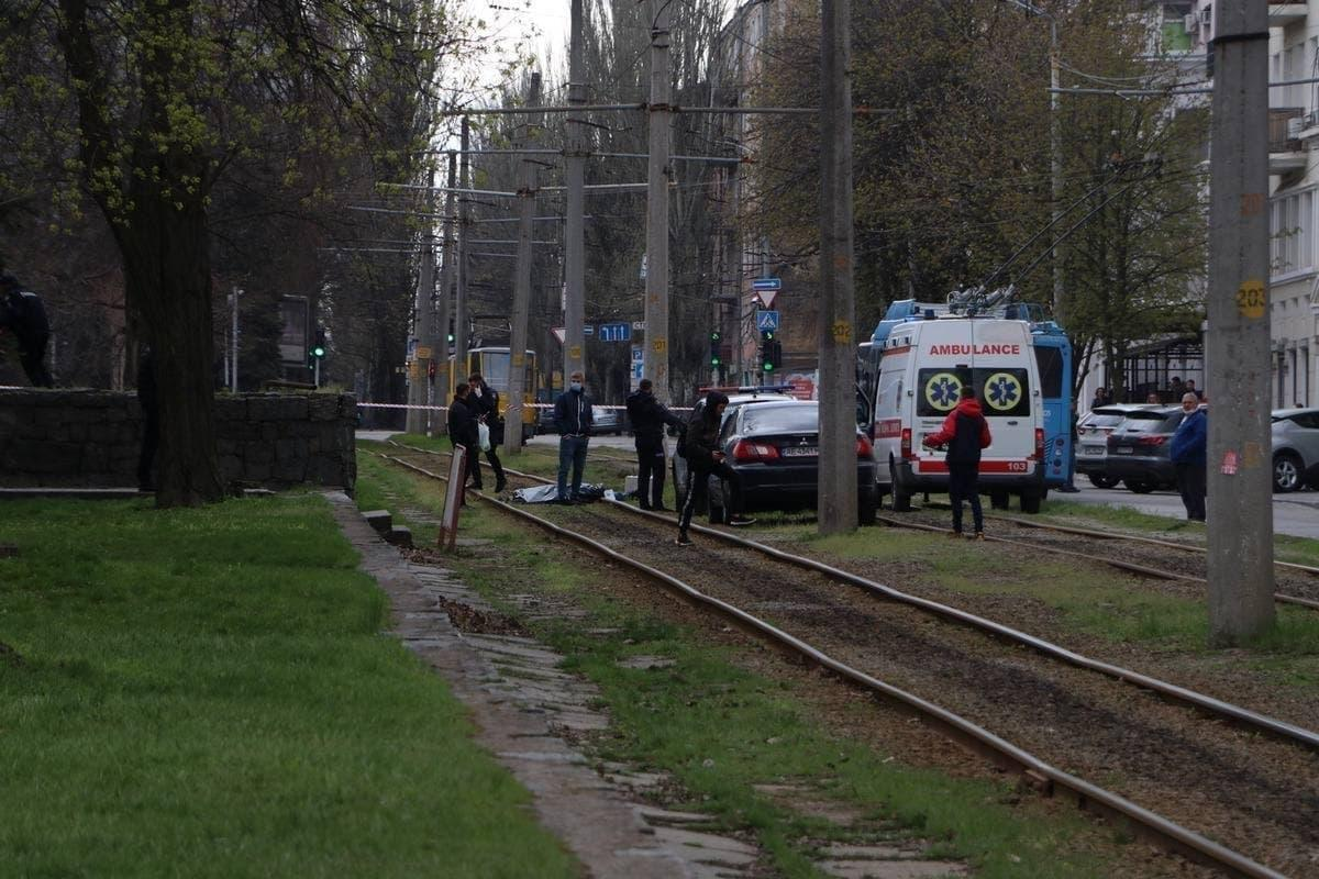 У центрі Дніпра вбили водія Land Cruiser 200 / фото Х_Днепр