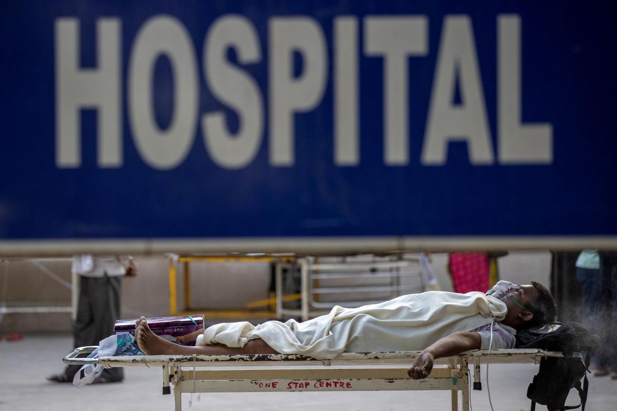 В Індії офіційно підтверджено понад 215 тисяч смертей від коронавірусу / фото REUTERS