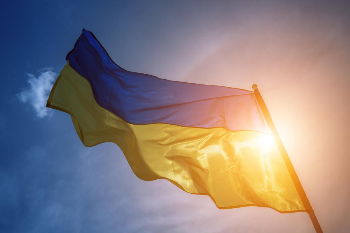 """Замість ремонту миколаївські чиновники """"використовують"""" український прапор / фото ua.depositphotos.com"""