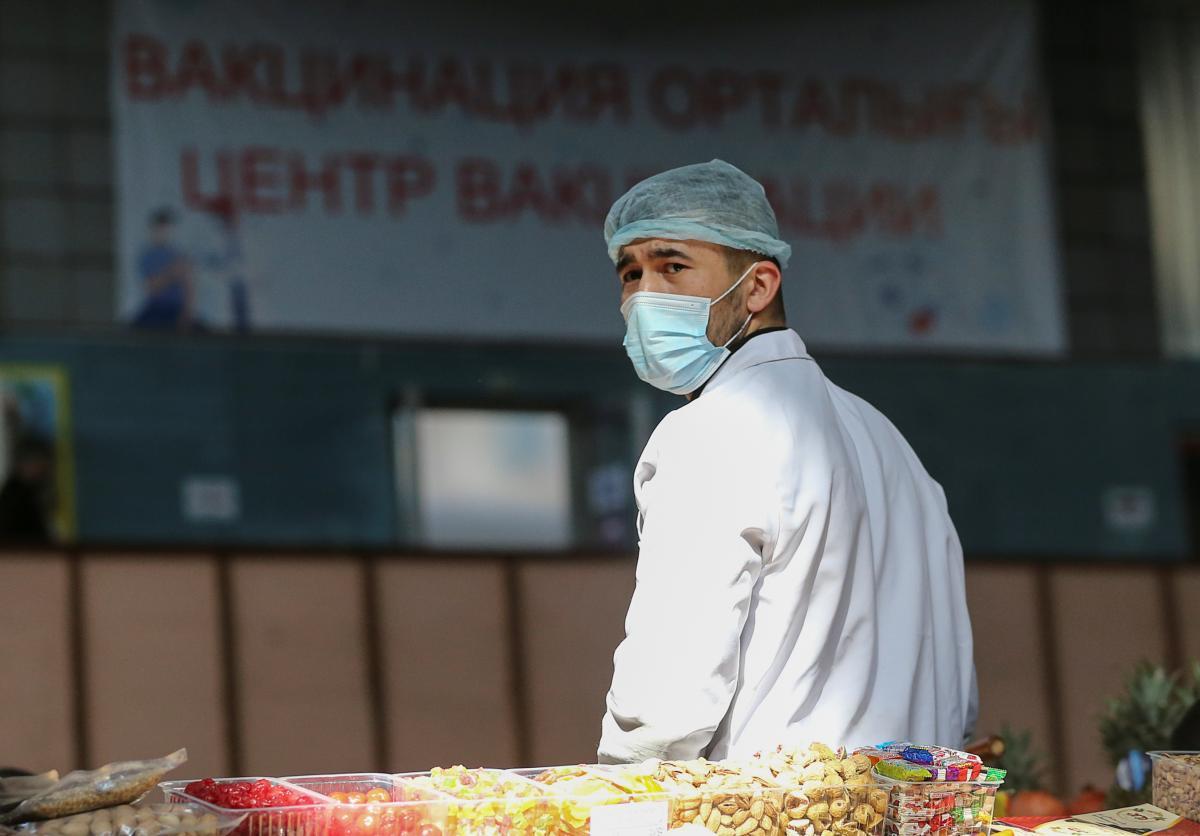 24 февраля в Украине началась кампания по вакцинации / REUTERS