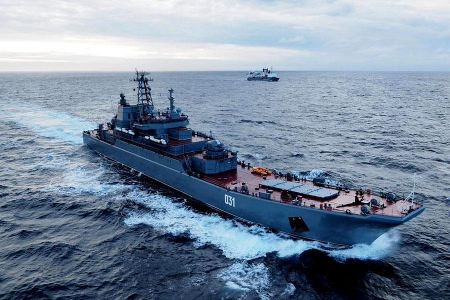 """Российские военные утверждают, что корабли """"Александр Отраковский"""" и """"Кондопога"""" остаются в акватории из-за планов """"дальнего похода"""" / фото function.mil.ru"""