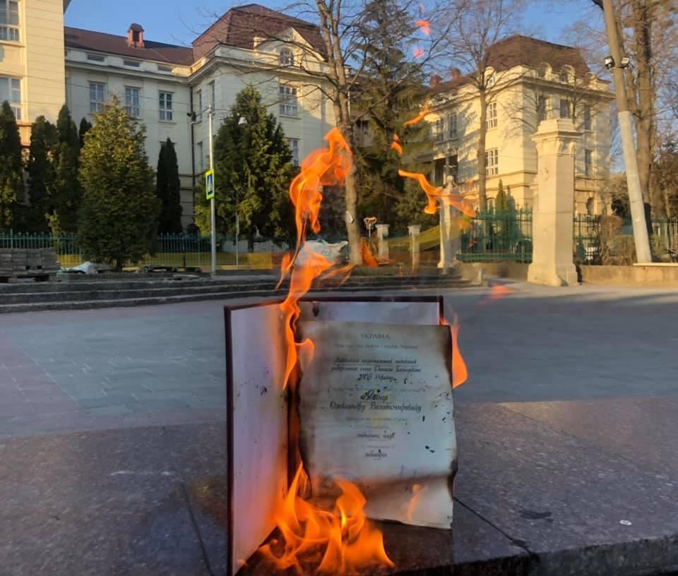 Викладач закликавінших кандидатів та докторів наук вчинити аналогічно / фото FacebookОлександр Ябчанка