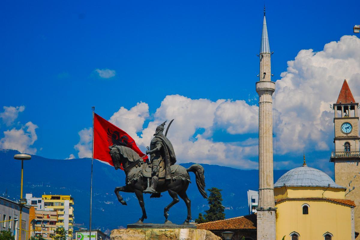 SkyUp почала літати в Тирану, Албанія / фото ua.depositphotos.com