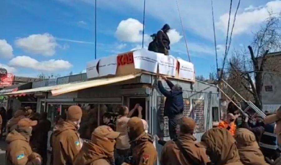 У Києві до поліцейського відділу відправили 14 осіб, які перешкоджали демонтажу МАФів - поліція /Скріншот