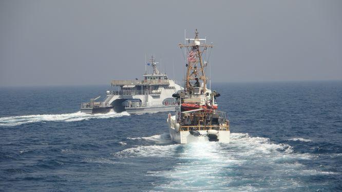 Иранские быстроходные катера близко подошли к кораблям МВД США / фото twitter.com/USNavy