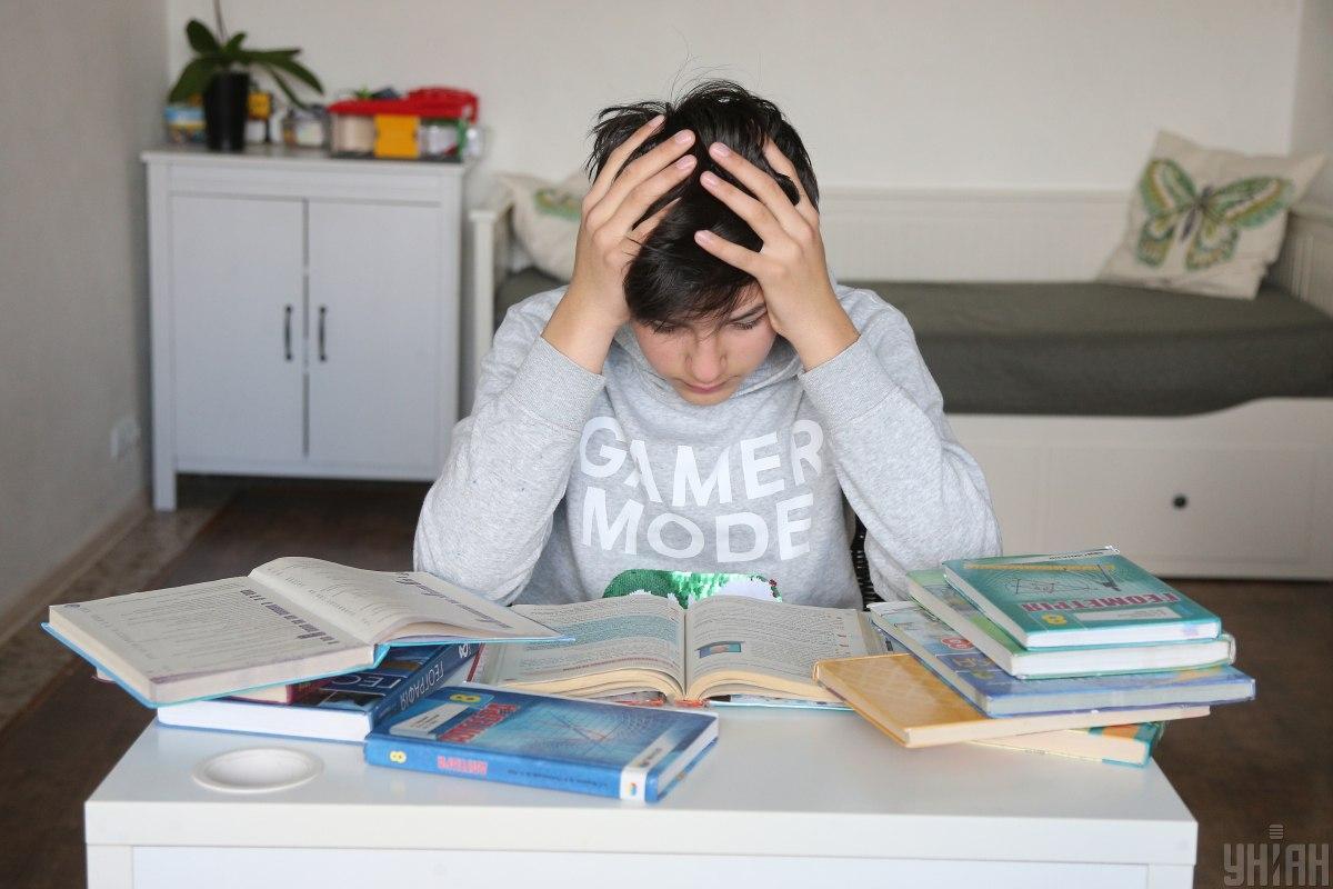 Віддалене навчання стало справжнім випробуванням як для дітей, так і для їх батьків / Фото: UNIAN