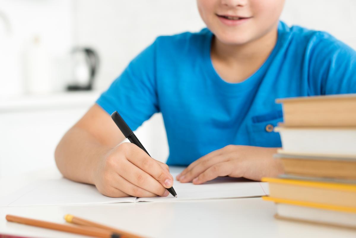 Батькам важливо налаштувати режим дітей - віднавчання до часа користування гаджетами/ Фото: ua.depositphotos.com