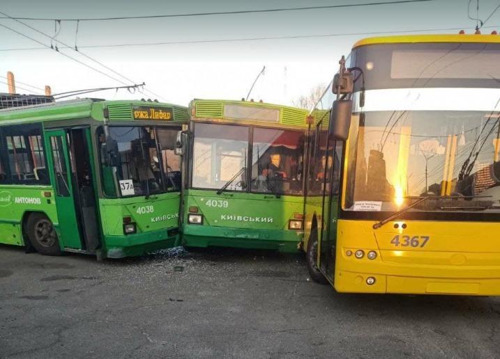 В Киеве в ДТП попали три троллейбуса / фотоЭмиль Салманов, Facebook