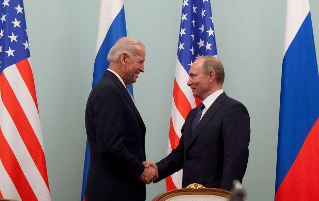 Байден під час зустрічімає намір обговорити ситуацію з Україною / фото Official White House Photo