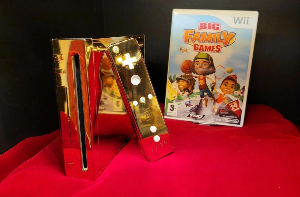 Золотая Nintendo Wii со сборником игрBig Family Games / фото Console Variations