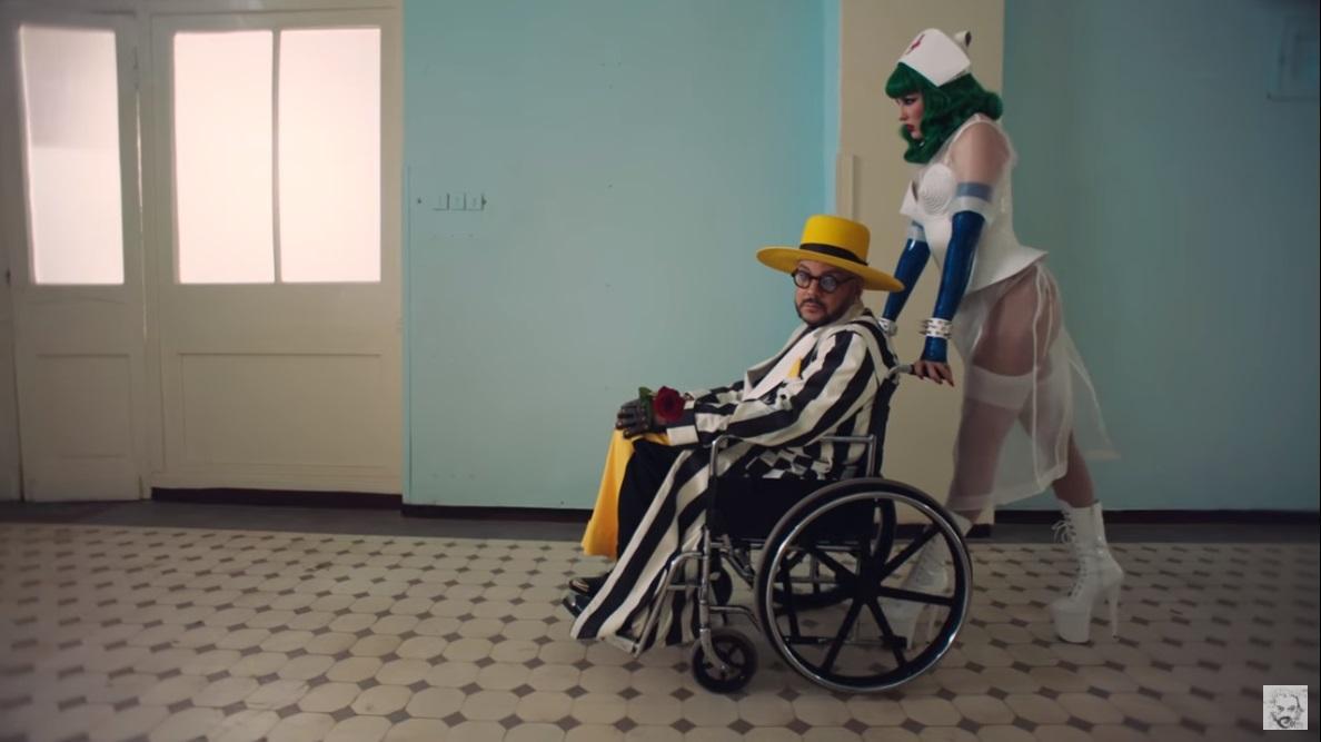 В новом клипе MARUV предстала в образе сексуальной медсестры / скриншот