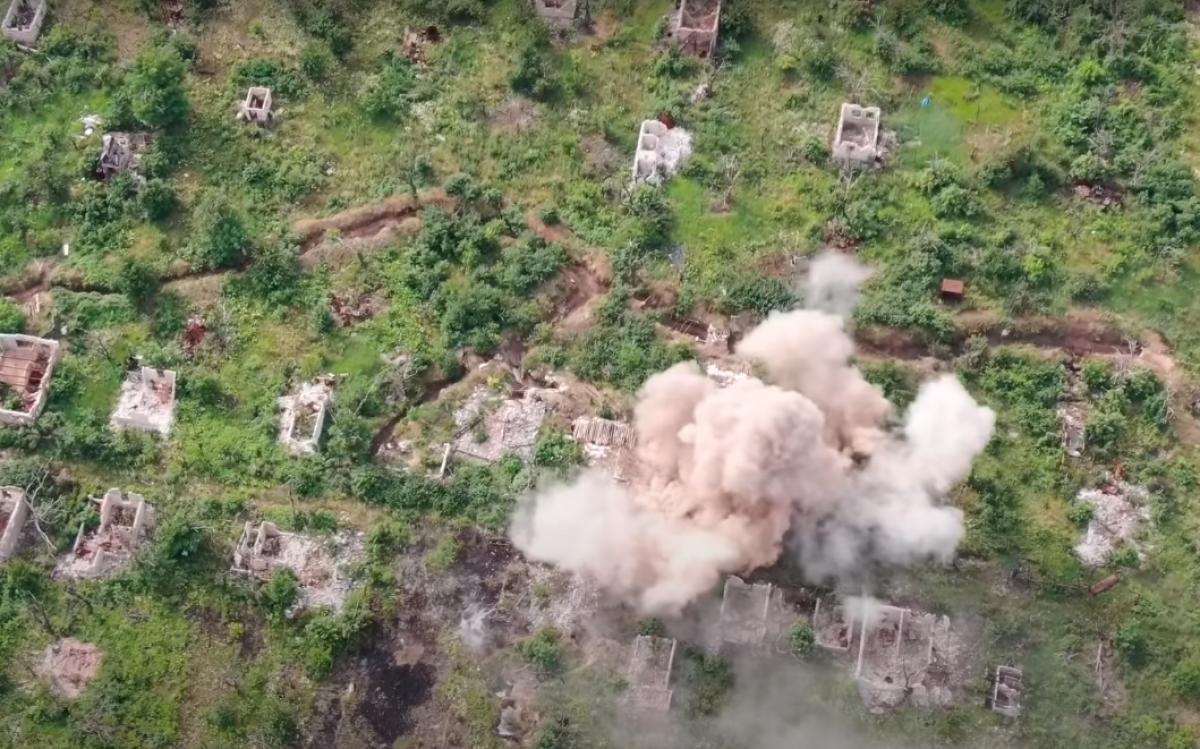 Украинские военные показали взрыв поста боевиков батальона Восток