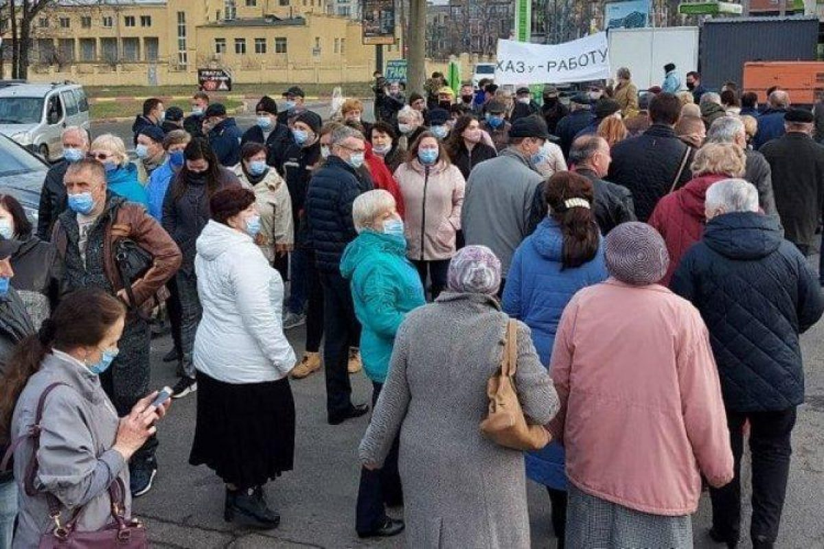 ХОГА не помогла: в Харькове сотрудники авиазавода перекрыли дорогу из-за долгов по зарплате