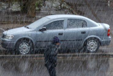 Львов засыпает снегом, температура упала до +1° (видео)