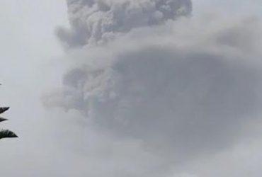 На Карибских островах извергается один из смертоносных вулканов (фото, видео)