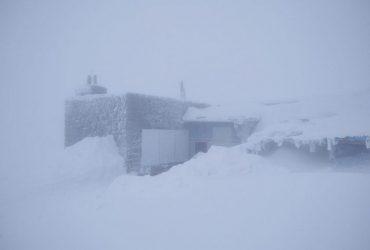 Зима на закінчується: у Карпатах - снігопад, температура впала до -3° (фото)