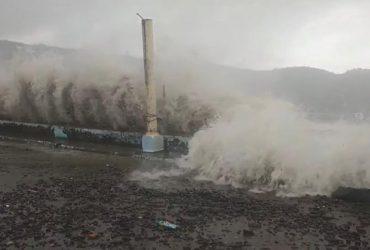 Филиппины атаковали гигантские волны: эвакуированы более 60 тысяч человек (фото)