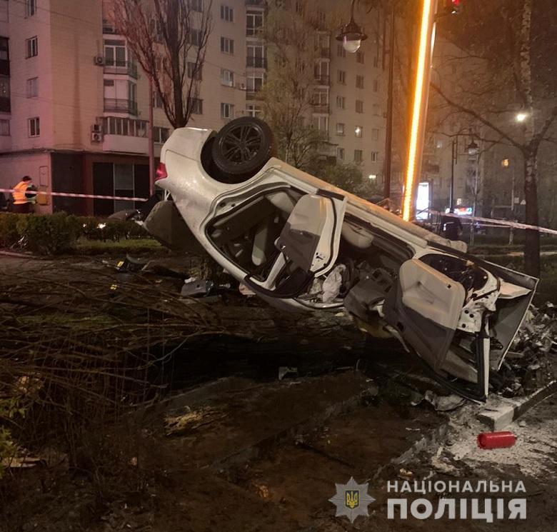 Водій та ще одна 19-річна пасажирка отримали тілесні ушкодження / фото Нацполіція