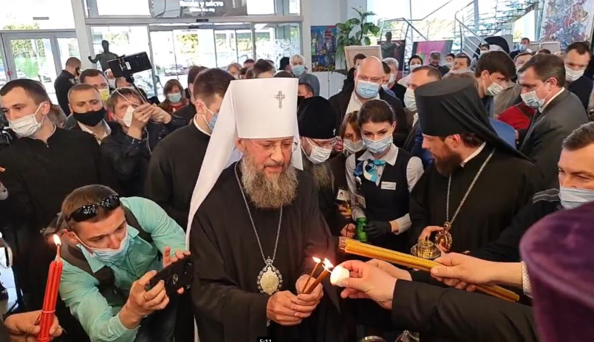 УПЦ привезла Благодатный огонь в Украину / скриншот видеотрансляции