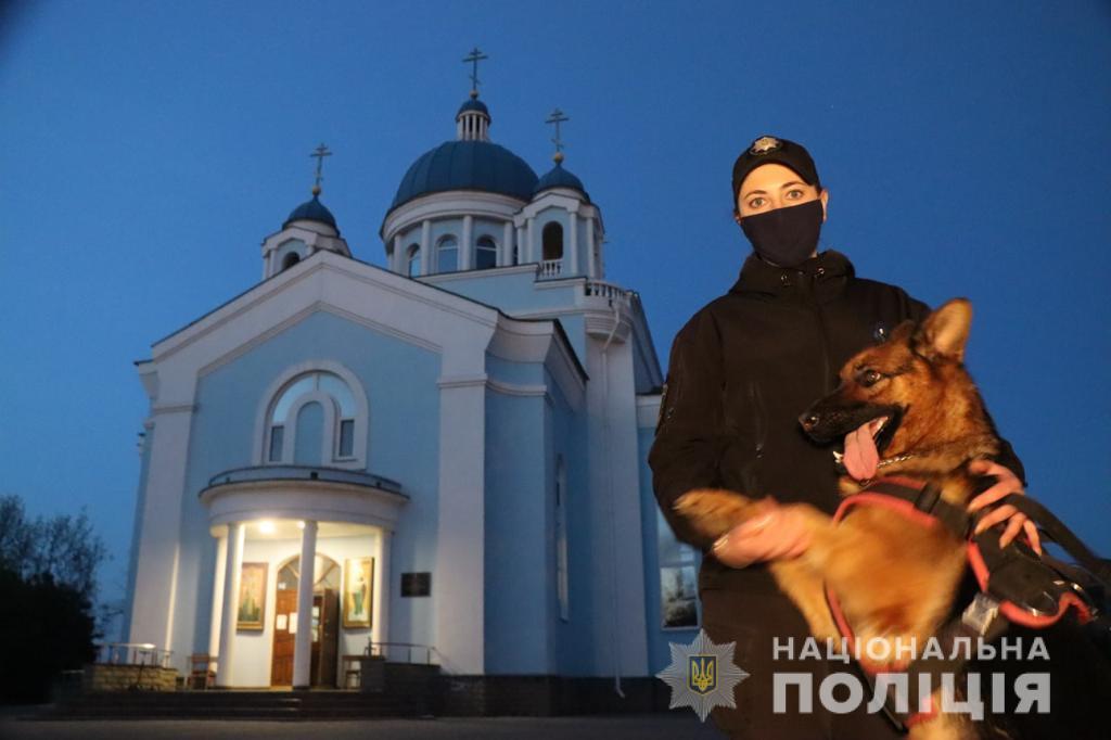 Праздничные богослужения в этом году отправляли в более 12 тысяч храмов/ фото Нацполиция