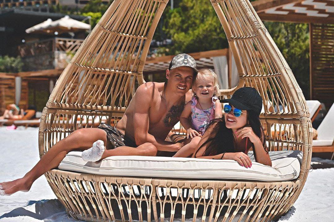 Семья Виталия Буяльского / фото instagram.com/buialska.alina/