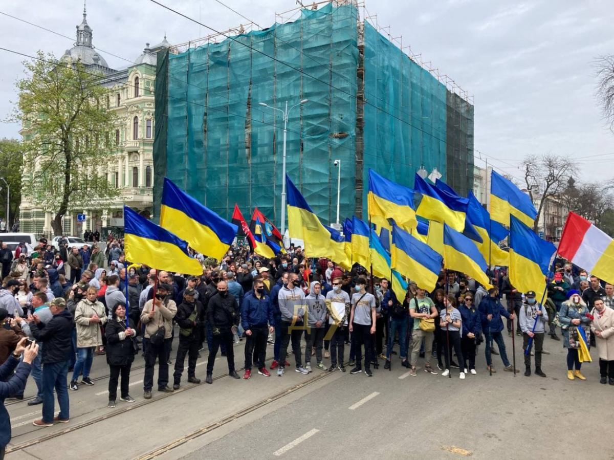 В Одессе проходит марш активистов / Думская