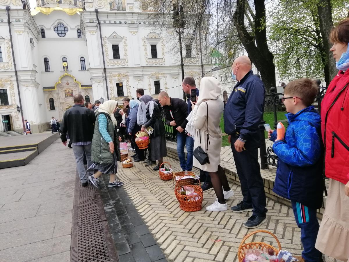 Многие киевляне привели детей к храмам/ фото УНИАН
