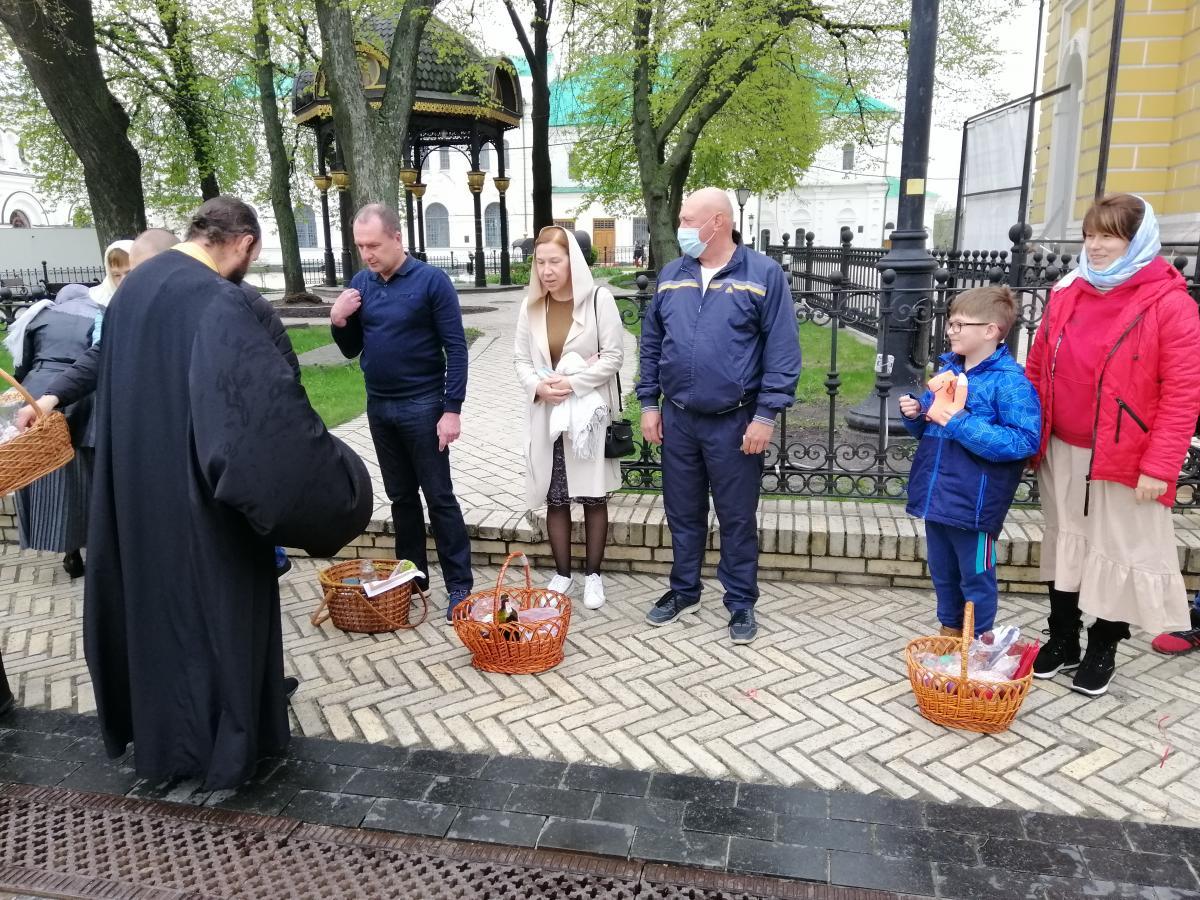 Многие киевляне привели детей к храмам / фото УНИАН