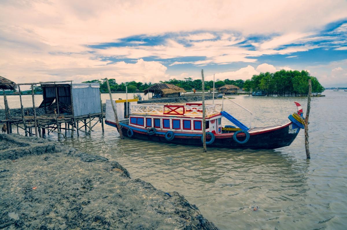 В Бангладешво время аварии на воде погибли более 20 человек / фото ua.depositphotos.com
