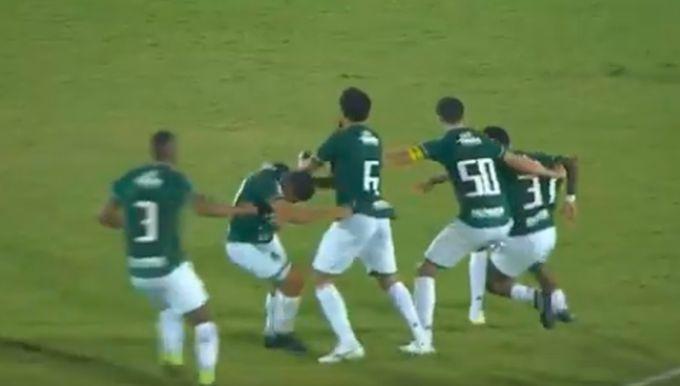 Футболістів Гуарані довелося розбороняти / фрагмент з відео