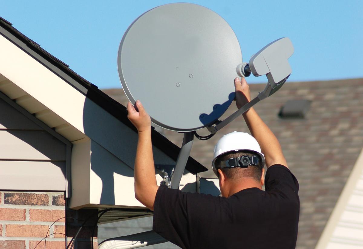 За использование спутникового телевидения жителям страны грозит год тюрьмы / фото ua.depositphotos.com