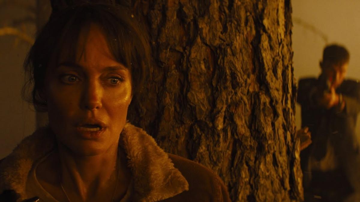 Анджелина Джоли вернулась к роли спасительницы / кадр из фильма«Те, кто желают моей смерти»