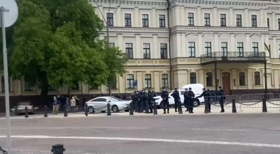 Михайлівська площа в Києві оточена / Країна