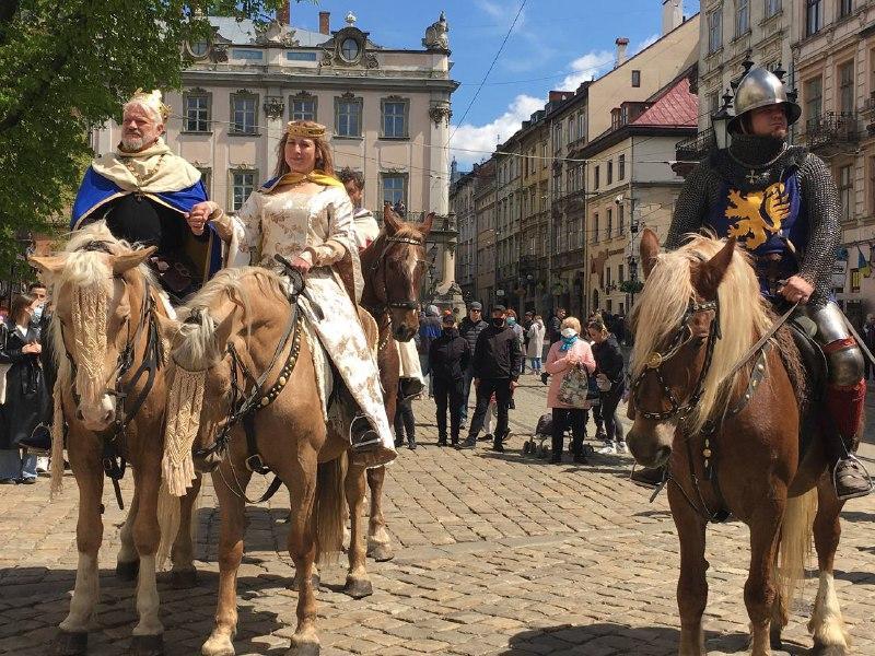 По случаю Дня города львовян вернули в 1300 год / фото Мирослава Бзикадзе
