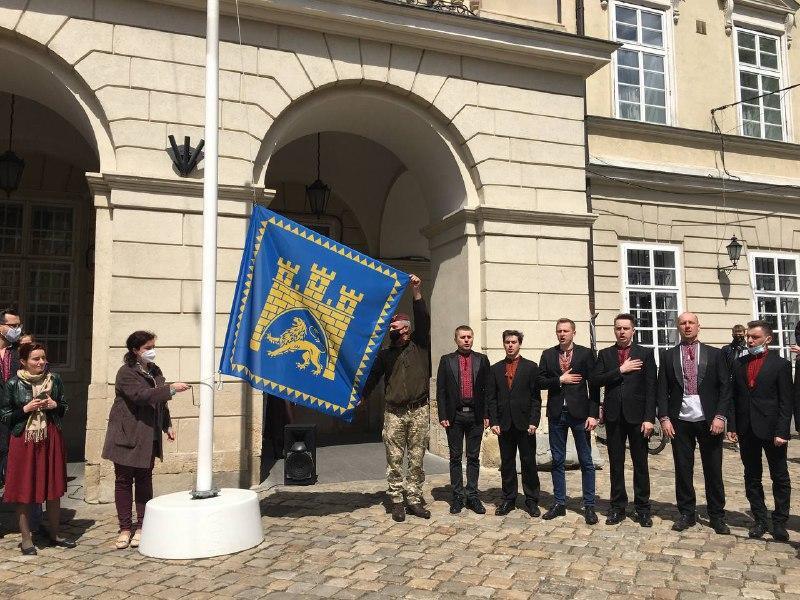 В центре города состоялась торжественная церемония / фото Мирослава Бзикадзе