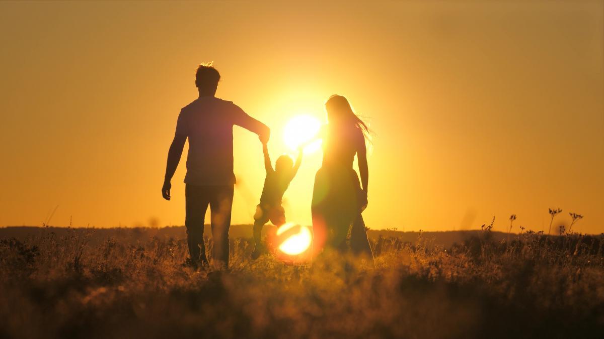 Зеленський підписав закон про дозвіл чоловікам брати відпустку при народженні дитини / фото ua.depositphotos.com