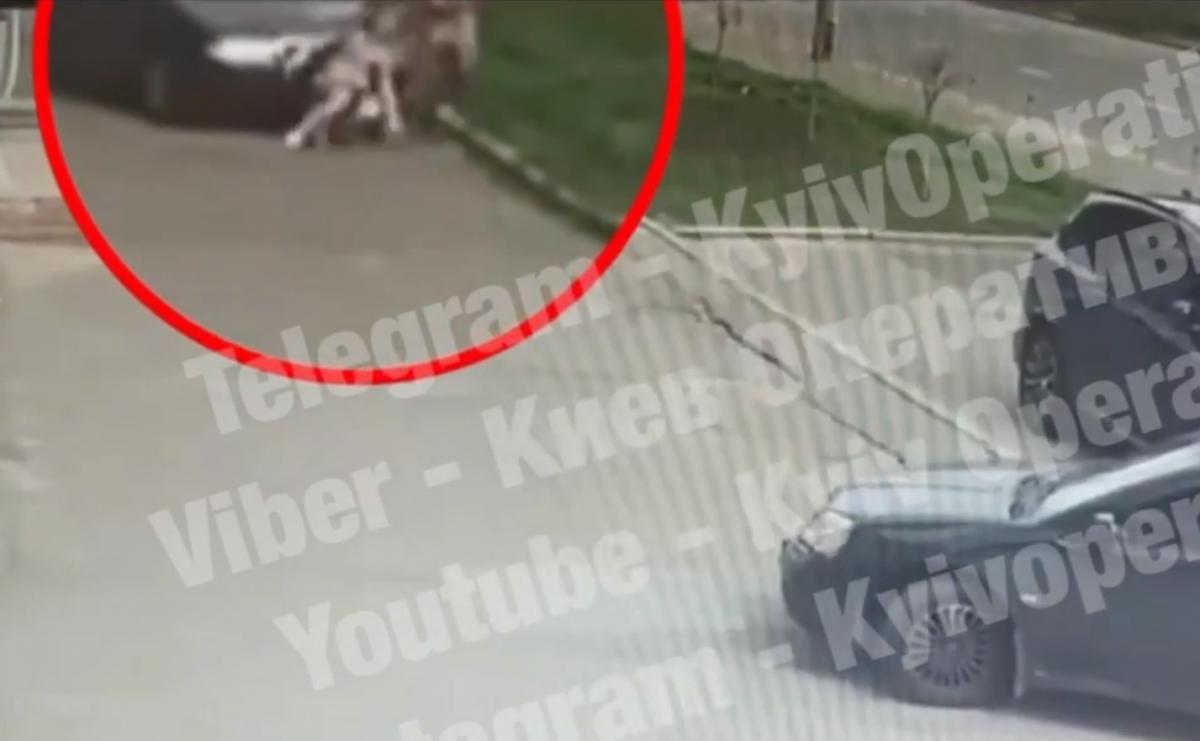 Женщина отделалась ушибом / скриншот из видео