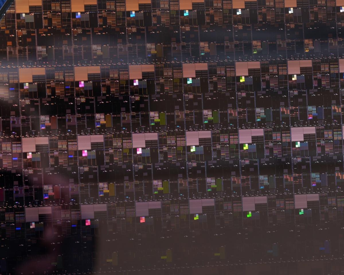 Кремнієва пластина з 2-нм чіпами IBM / фото ibm.com
