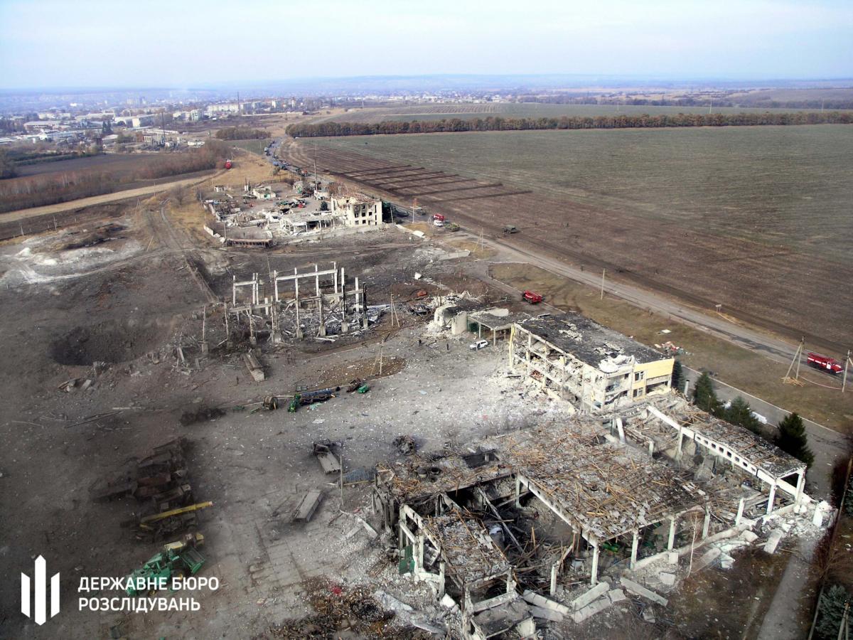 В 2015 году на складах в Сватово, где хранилось около 3 тыс. тонн боеприпасов, возник пожар / фото ГБР