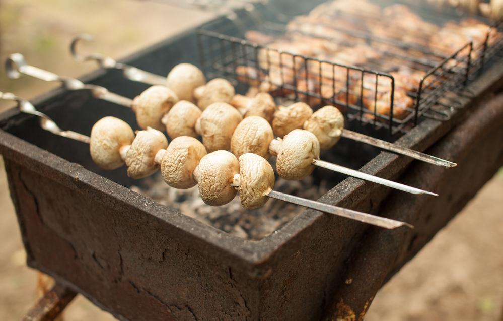 Шашлык из грибов рецепт / фото ua.depositphotos.com