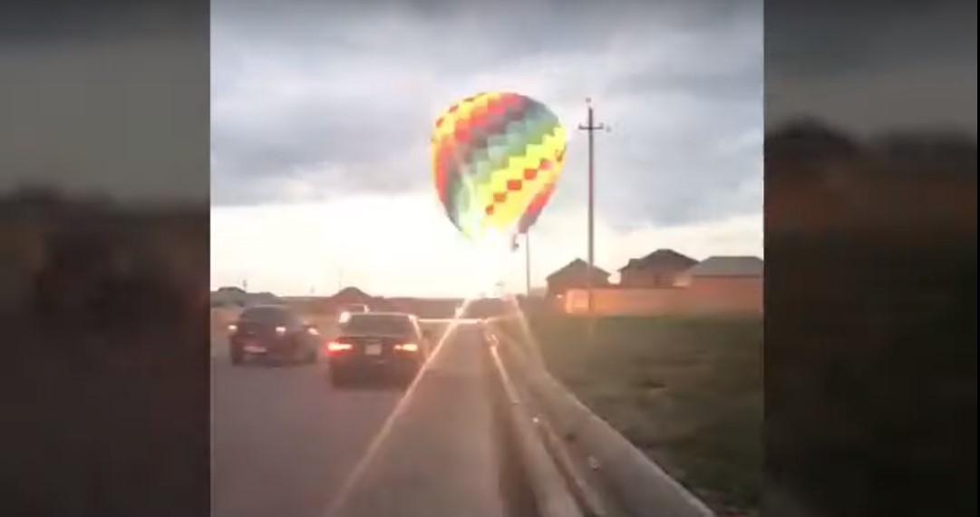 Кулювіднесло до житлових будинків, і вонаврізаласяв лінію електропередачі / скріншот з відео