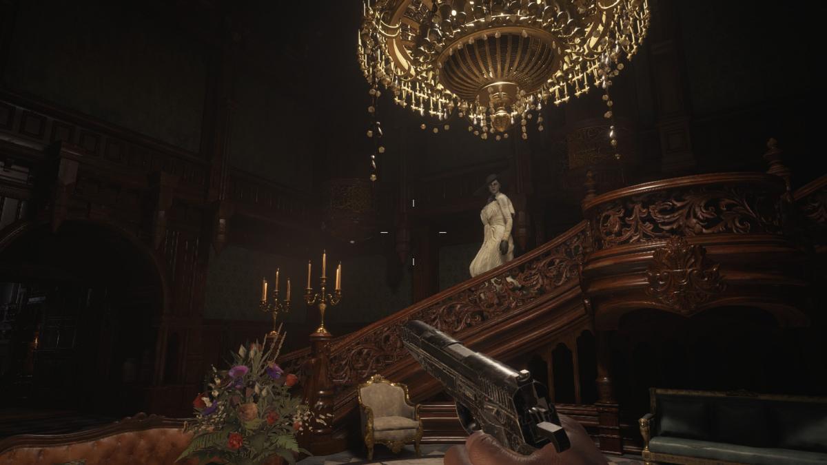 Димитреску, за исключением скриптовых сцен, преследует только в строго ограниченной части замка / скриншот