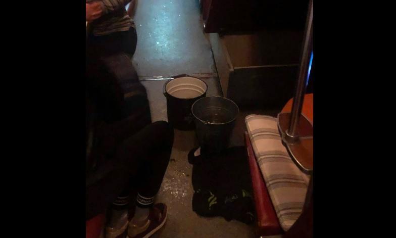 Вода в вагоне лилась из ламп / Скриншот