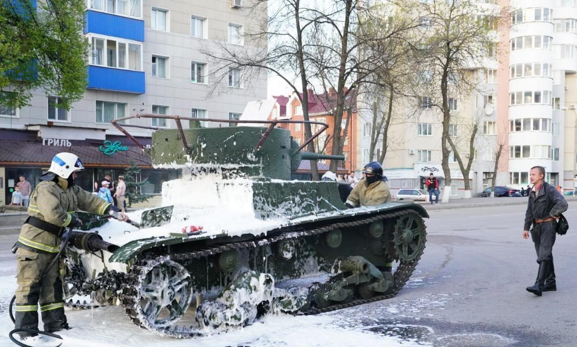 У Росії на репетиції параду до 9 травня спалахнув танк / фото bashinform.ru