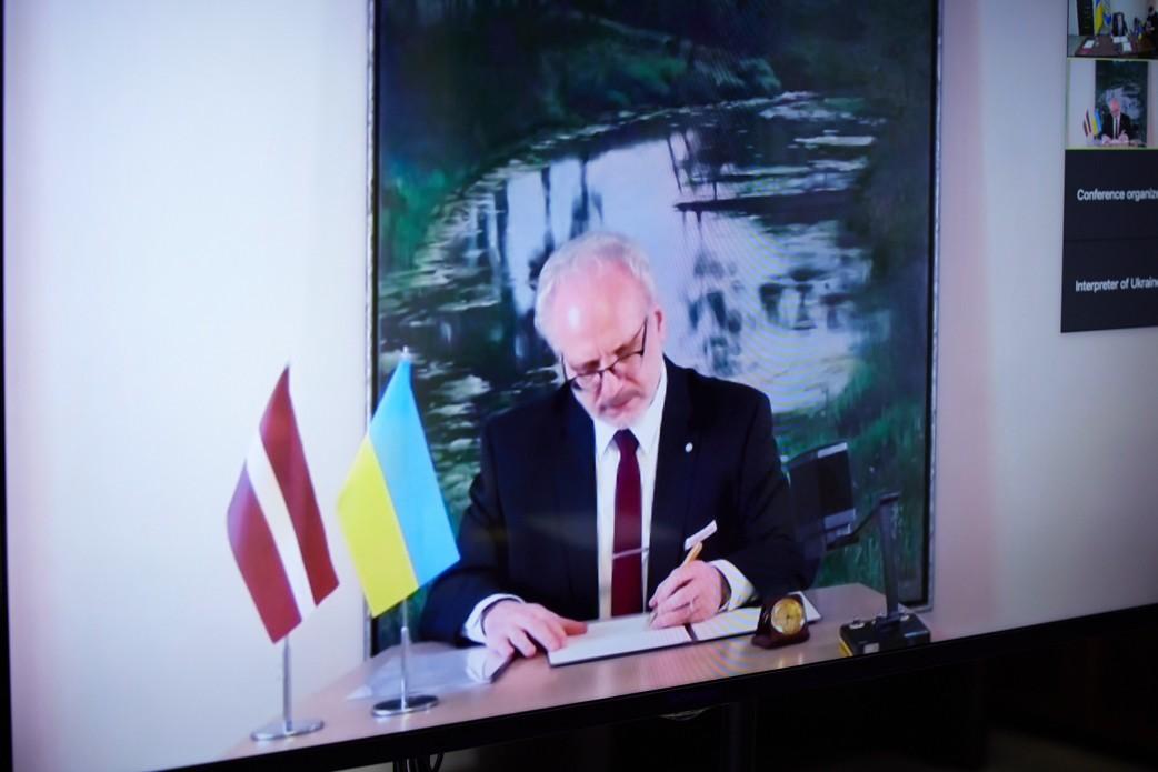Егілс Левітс підписав декларацію про європейську перспективу України / фото Офісу президента України